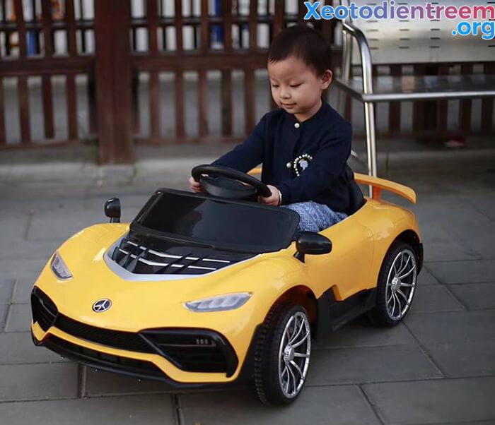 Hướng dẫn cách chọn mua xe ô tô điện cho bé 6