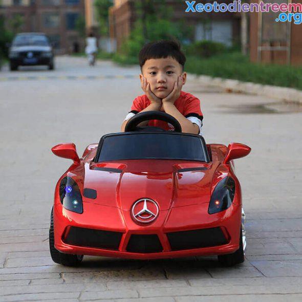 ô tô điện giá rẻ dành cho bé 1