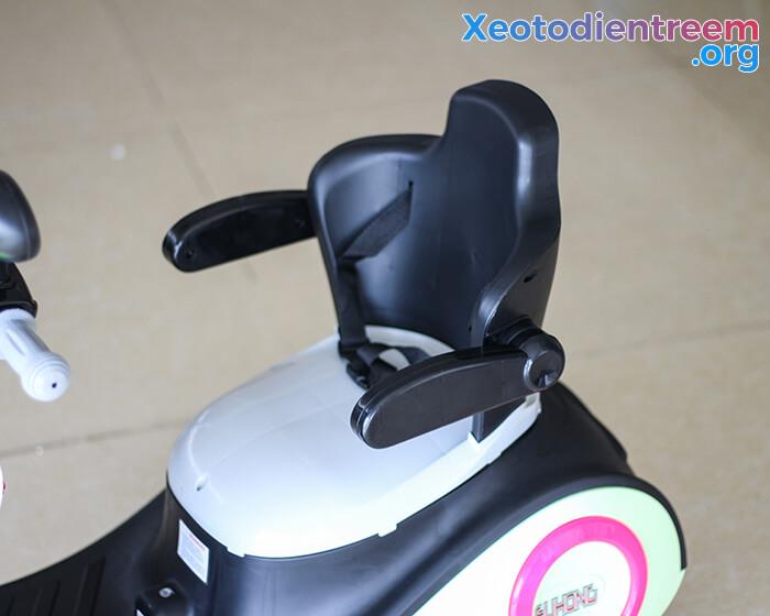 Xe máy điện đồ chơi cho bé Vespa 606 12