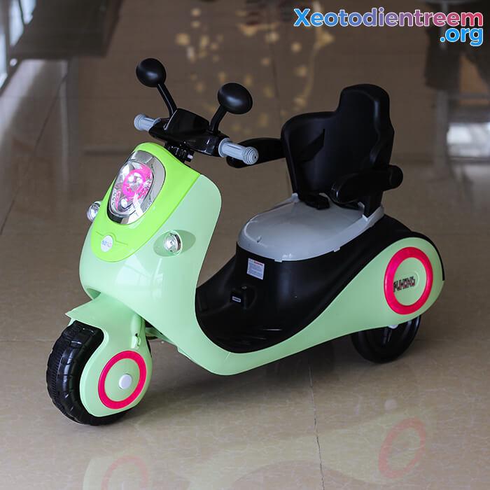Xe máy điện đồ chơi cho bé Vespa 606 2