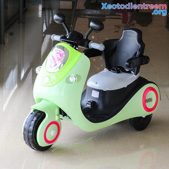 Xe máy điện đồ chơi cho bé Vespa 606 3