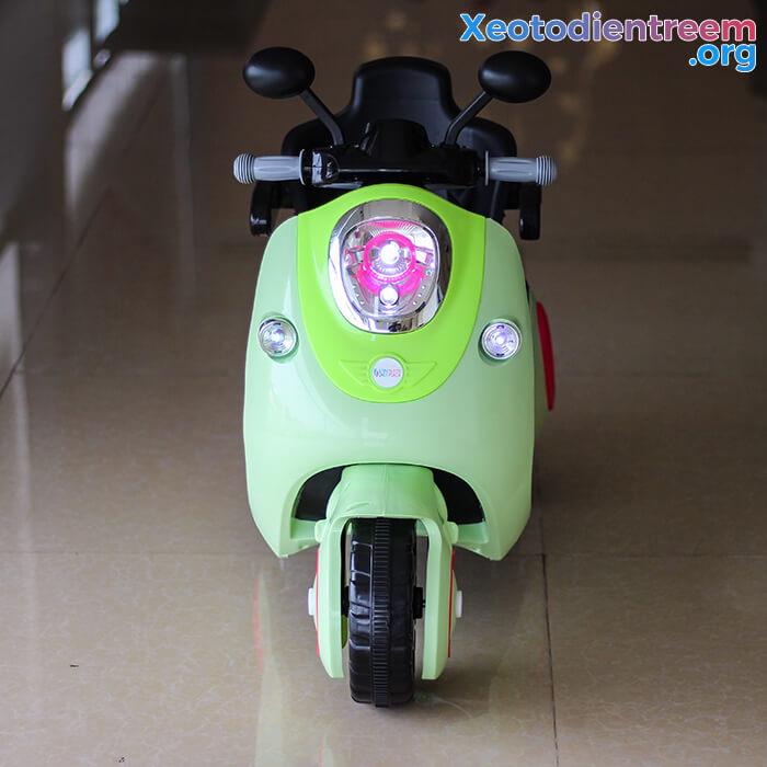 Xe máy điện đồ chơi cho bé Vespa 606 4