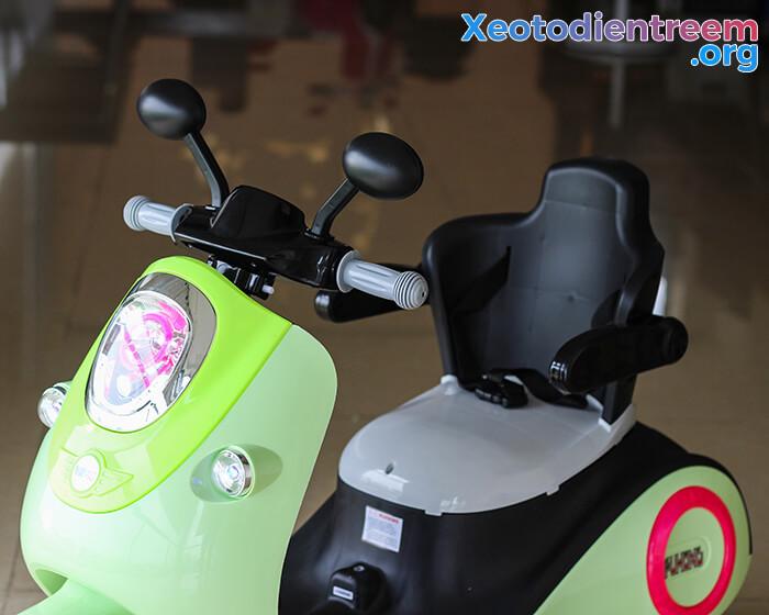 Xe máy điện đồ chơi cho bé Vespa 606 6