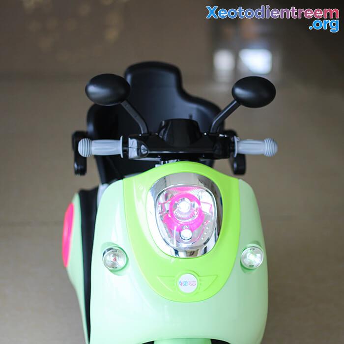Xe máy điện đồ chơi cho bé Vespa 606 8